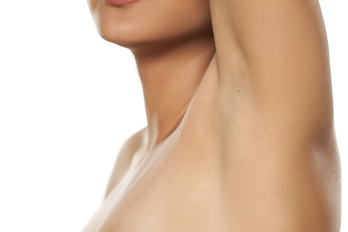 acaba con la hiperhidrosis axilar antes de verano - Clínica Dermatológica Madrid